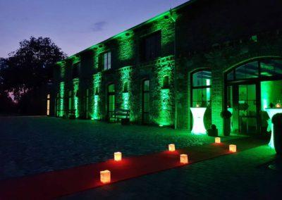 Die Hochzeitsscheune im  Mühlenhof - Lichtspiel bei Nacht